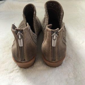 Vince Camuto Shoes - Vince Camuto || Prasata Cut Out Ankle Bootie